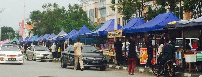 Bazar Ramadhan Seri Iskandar is one of Eating and eating....