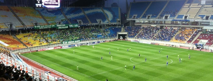 Suwon Worldcup Stadium is one of Swarming Places in S.Korea.