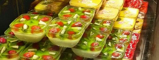Edebiyat Kıraathanesi is one of Istanbul Sweets | Cafe.