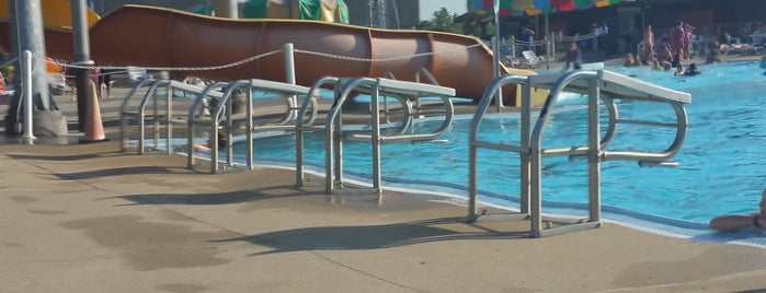 Gladstone Municipal Pool is one of My favorites.