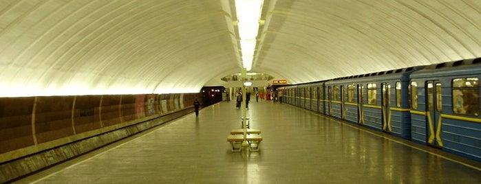 Станція «Осокорки» is one of Київський метрополітен.