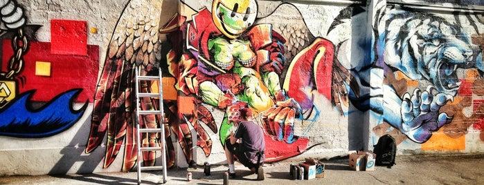 Граффити-стена is one of Интересное в Питере.