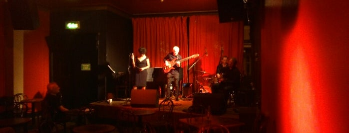 Matt & Phreds Jazz Club is one of STA Travel Favorite Music Places in Manchester.