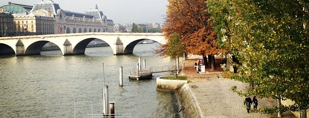 Pont du Carrousel is one of Paris.