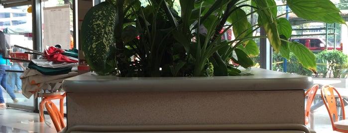 Arturo's is one of Lugares Conocidos Caracas.