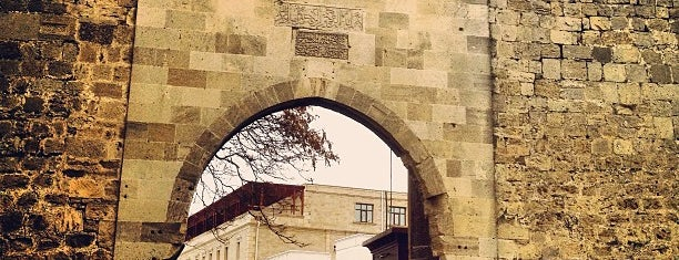 Qoşa Qala Qapıları is one of Baku.