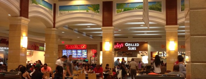 Aventura Mall Food Court is one of Viajes.