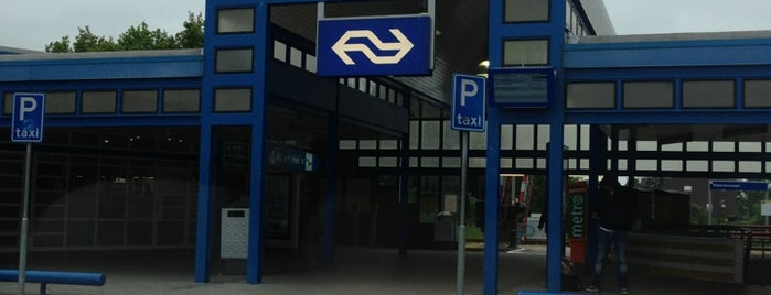 Station Heerenveen is one of Public transport NL.