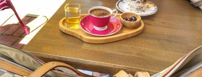 Le Perla Chocolate & Coffee is one of kahve dükkanları.