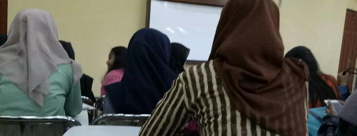 Fakultas Hukum is one of All-time favorites in Indonesia.