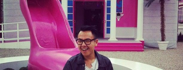 Barbie Dreamhouse Experience is one of Парки развлечений, которые хочу посетить.