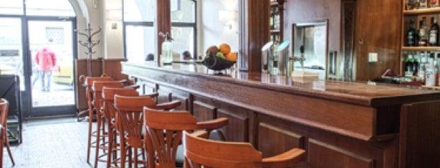 Jo's Cocktails & Diner is one of Noční život.