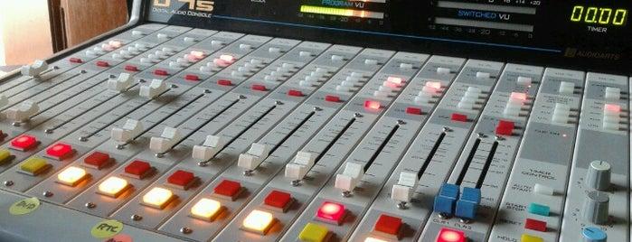 Cinco Radio is one of Trabajo.