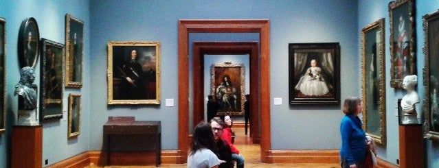 National Portrait Gallery is one of museums.
