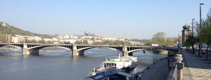 Jiráskův most is one of Pražské mosty.