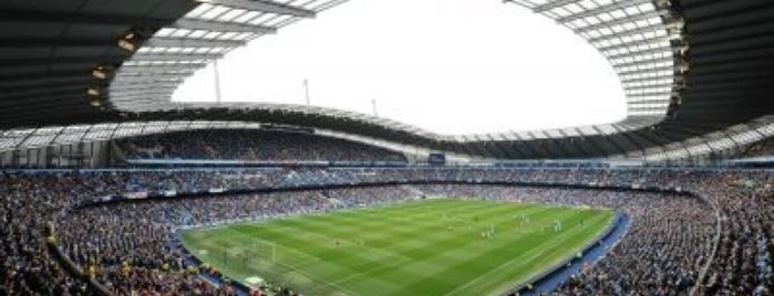 Etihad Stadium is one of Meus lugares.