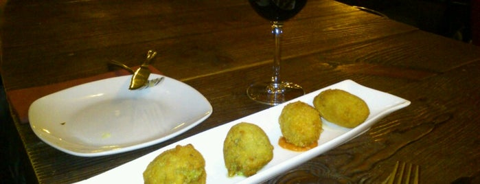 Distinto is one of Tapas.