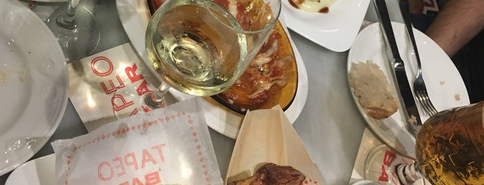 Tapeo Bar is one of Barcelona.