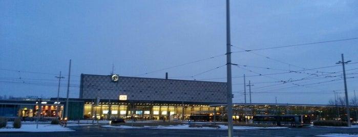 Braunschweig Hauptbahnhof is one of DB ICE-Bahnhöfe.