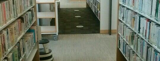 稲沢市立中央図書館 is one of よく行くところ.
