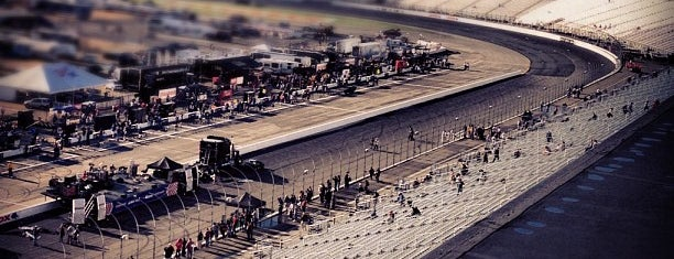 New Hampshire Motor Speedway is one of Best Nascar Race Car Tracks.