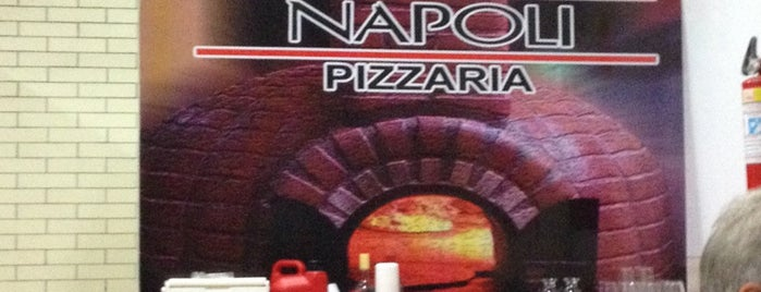 Napoli Pizzaria is one of Lugares onde Comer Itz.