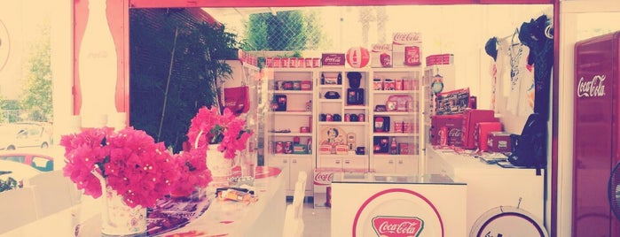 LosLOCOs Coffee & CocaCola Shop is one of Yerler - Antalya.