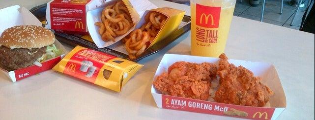 McDonald's & McCafé is one of เพื่อนใหม่ปี 55.