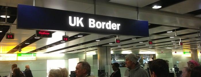 Security/Passport Control - T3 is one of Summer in London/été à Londres.