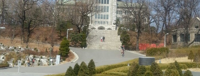Ewha Womans University is one of A SEM IN KOREA!.