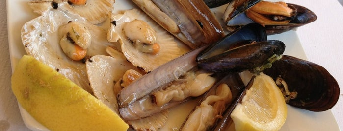 A Feira is one of Pontevedra.