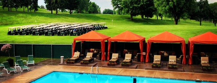 Hillcrest Country Club is one of Saint Paul Golf Courses.