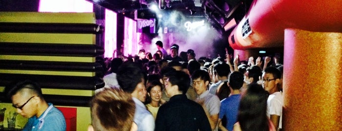 Phuture is one of Hot Spot Clubbing in Singapore.