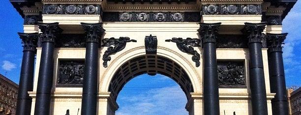 Триумфальные ворота is one of Москва и загородные поездки.