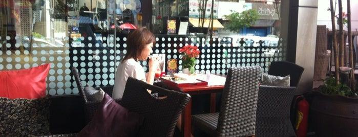 Café Terrace is one of Food in HCMC.