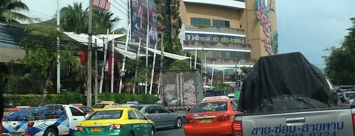 Na The Mall Bang Khae Intersection is one of ถนน.