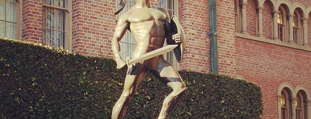 Tommy Trojan is one of Meus lugares.