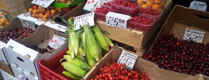 Солом'янський ринок is one of Vegetarian and vegan places.