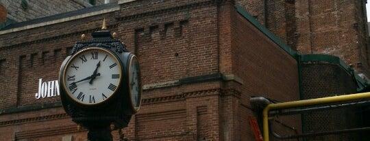 Distillery Sunday Market is one of Toronto.