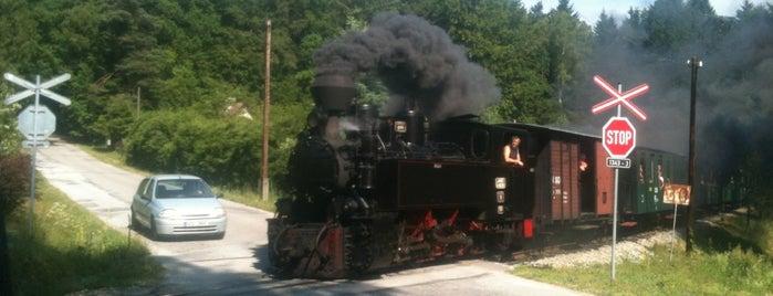 Železniční zastávka Malý Ratmírov is one of Železniční stanice ČR: M (7/14).