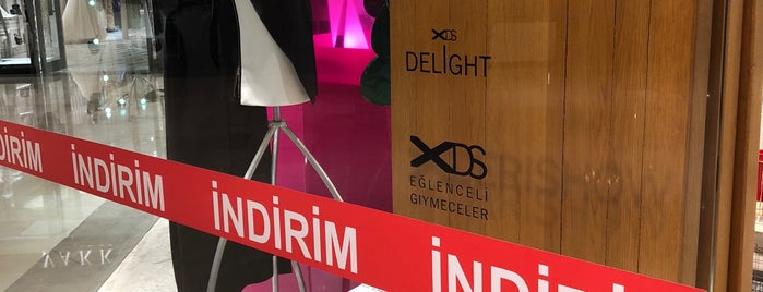 XDERISHOW Butik, Galeri & Cafe is one of Istanbul, TK.