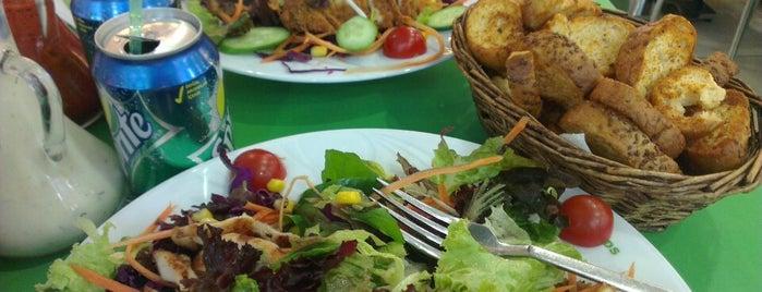 Chef & Salad's is one of gezilen beğenilen mekânlar.