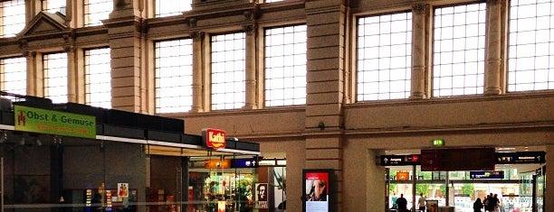 Halle (Saale) Hauptbahnhof is one of Bahnhöfe Deutschland.
