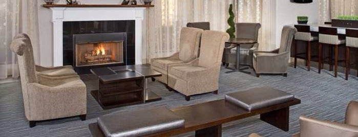 DoubleTree by Hilton Hotel Chicago Wood Dale-Elk Grove is one of Places I've stayed.