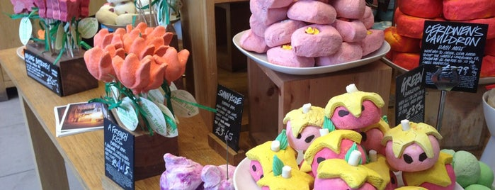 Lush Spa is one of To (Beauty-) Shop.