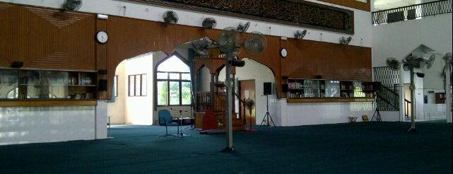 Masjid Jamek Sri Petaling (مسجد جاميق سري ڤتاليڠ) is one of masjid.