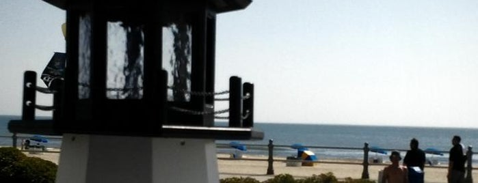 Lighthouse Beach Bar & Grille is one of Eateries.