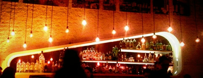 Meza Bar is one of RIO - Bares.