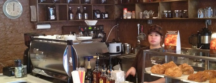 Café Unique is one of NYC Standing-friendly coffee shops.