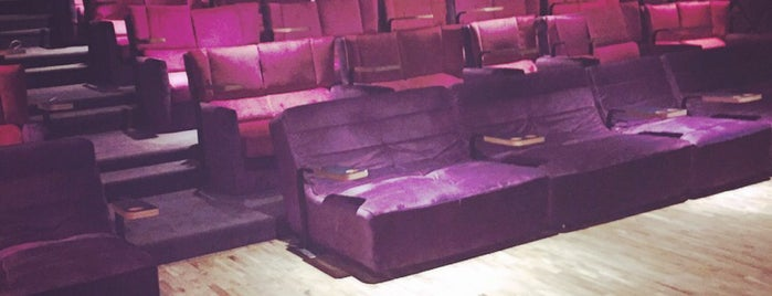 Cinema Pink is one of İzmir'de gidilecek yerler.